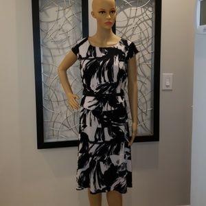 BLACK AND WHITE ANNE KLIEN DRESS!